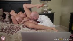 MilfsLikeItBig Ariella Ferrera - Honey It s A Motorbunny